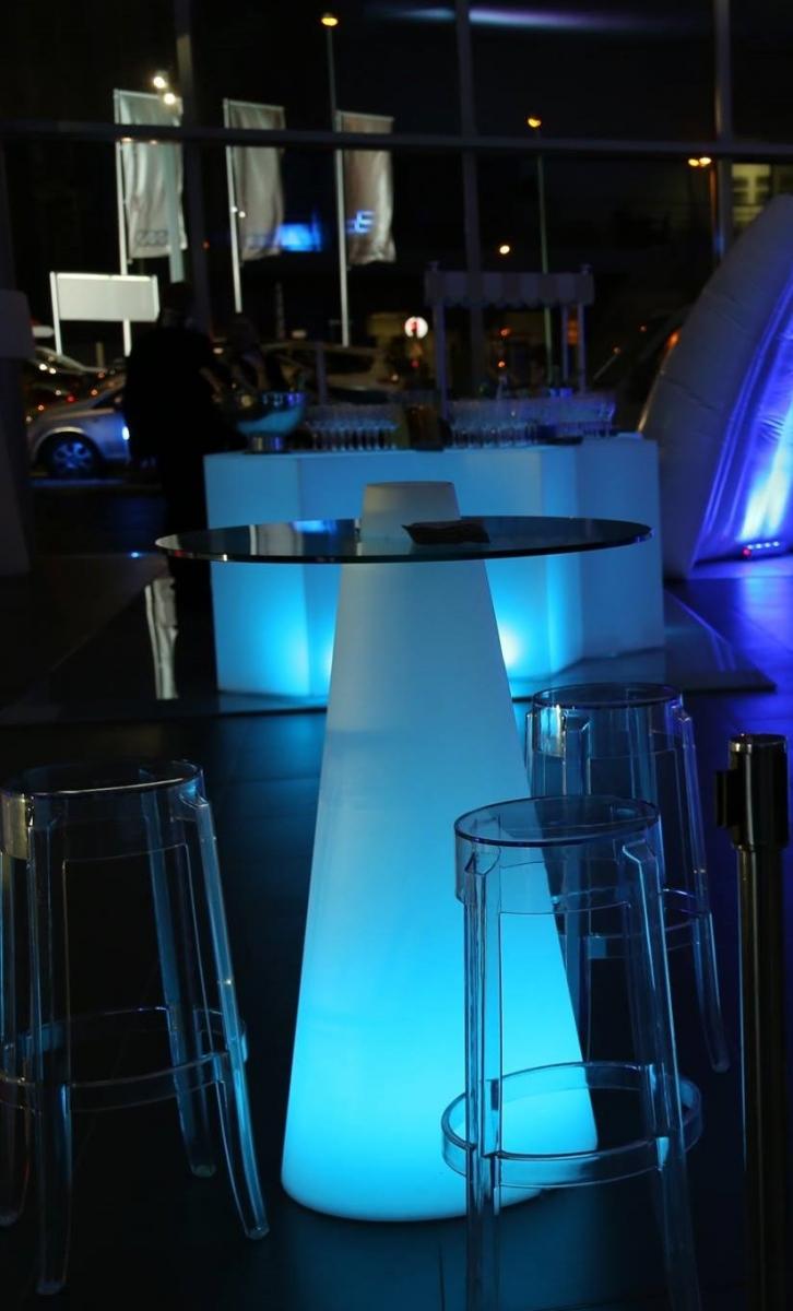 pack cocktail mobilier lumineux 50 personnes sur location de mobilier et. Black Bedroom Furniture Sets. Home Design Ideas