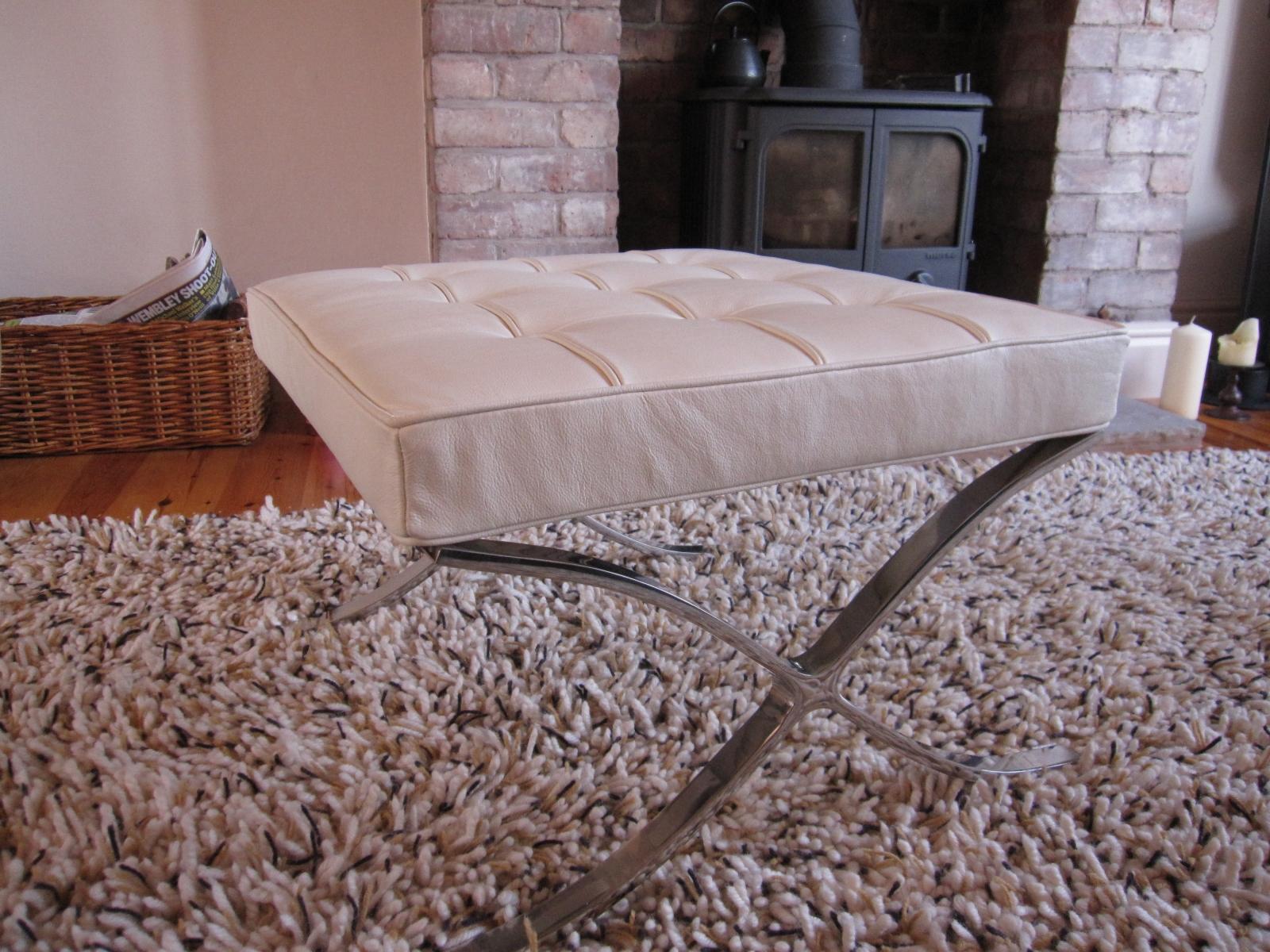 location de pouf barcelona blanc compl ment du fauteuil. Black Bedroom Furniture Sets. Home Design Ideas