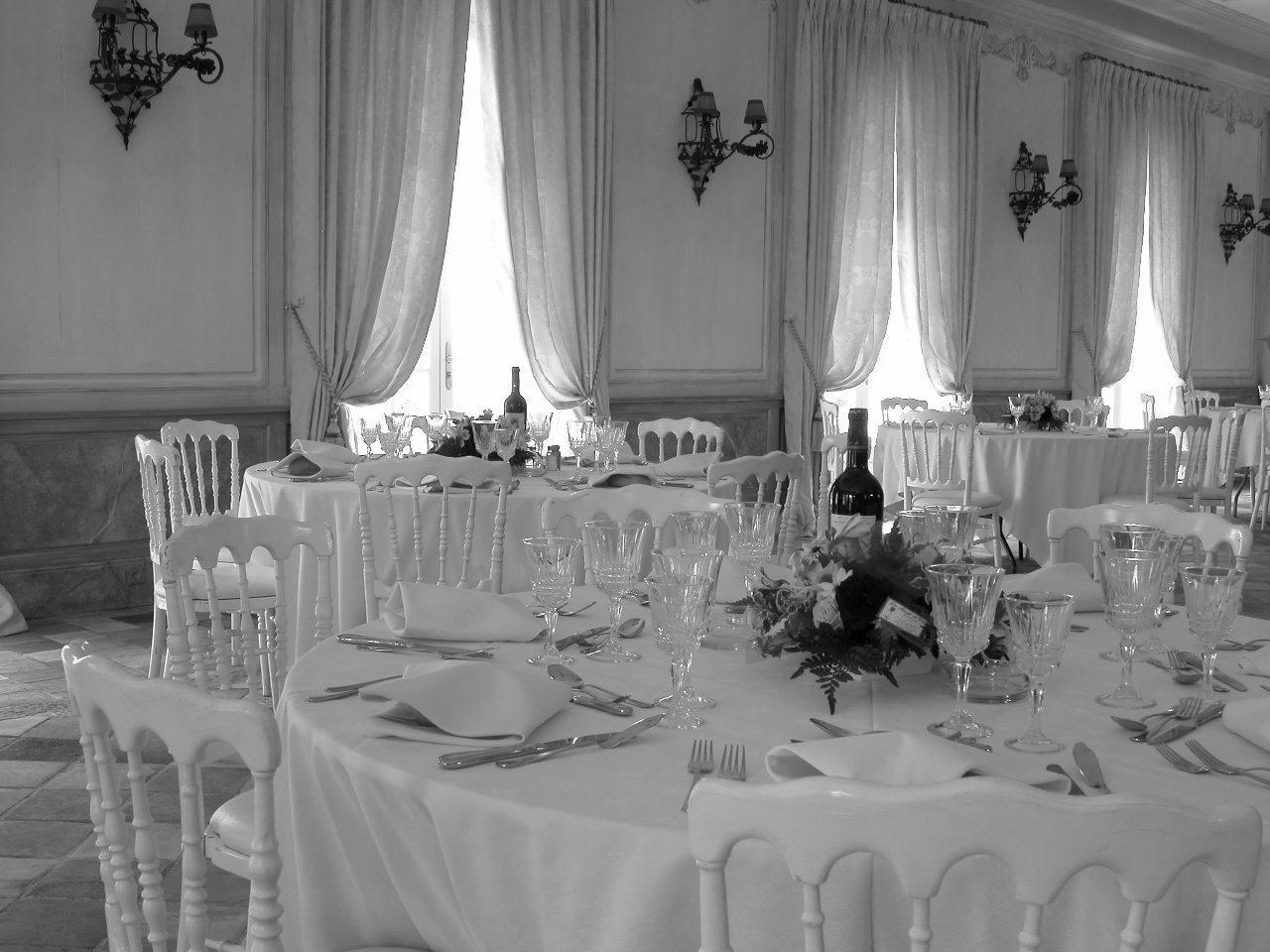 location de chaise napol on blanche sur location de mobilier et mat riels pour. Black Bedroom Furniture Sets. Home Design Ideas