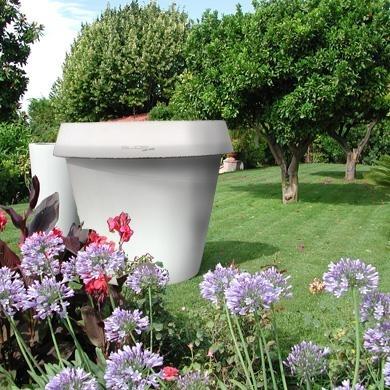 Location de mobilier lumineux pot monster slide sur for Decoration jardin japonais belgique