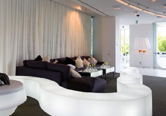 Location de mobilier lumineux snake slide sur ekipement for Location mobilier salon