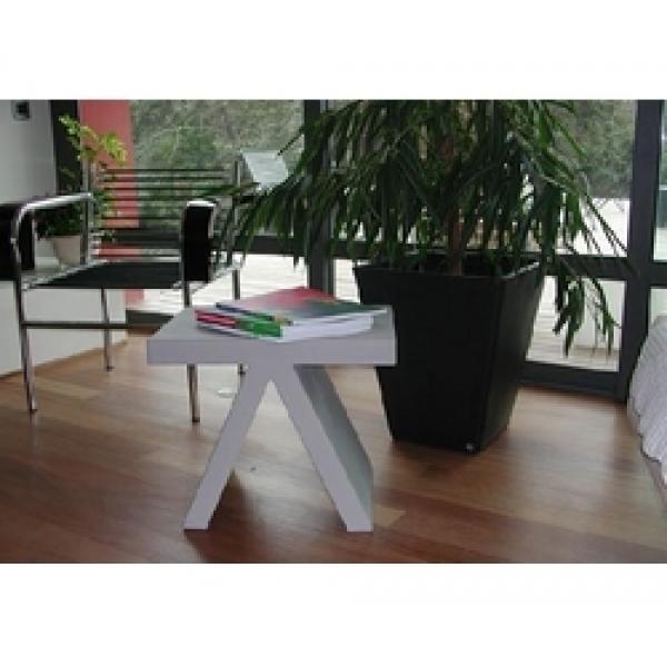 Location de mobilier v nementiel table basse toy slide for Location de mobilier pour salon
