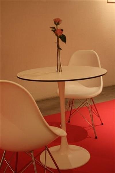 Location de mobilier v nementiel gu ridon tulipe blanc for Location de mobilier pour salon