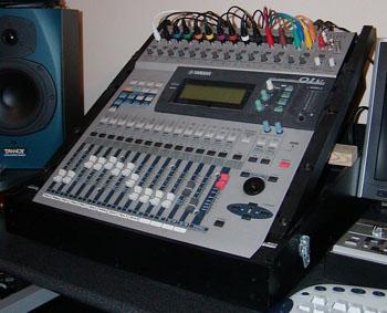 table de mixage yamaha 01v